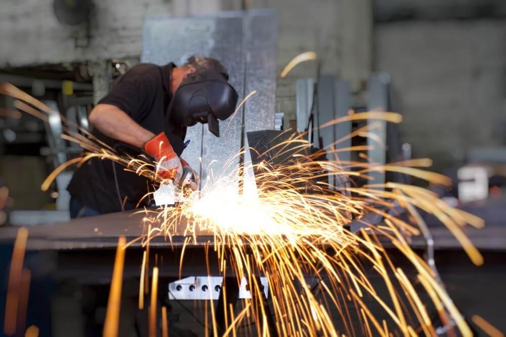 lakstinio-metalo-apdirbimas-stakles